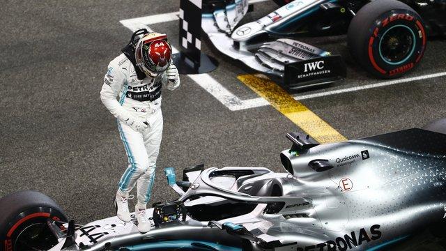George Floyd miatt osztotta ki az F1-eseket Lewis Hamilton
