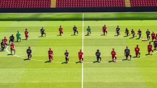 A Liverpool játékosai térdelve fejezték ki a szolidaritásukat George Floyddal