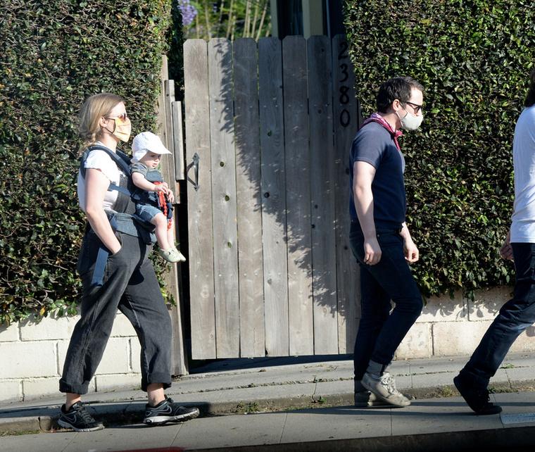 Tavaly júliusban láthatták és olvashatták a Velveten, hogy Elijah Wood partnere, Mette-Marie Kongsved már jócskán benne volt a terhességben.