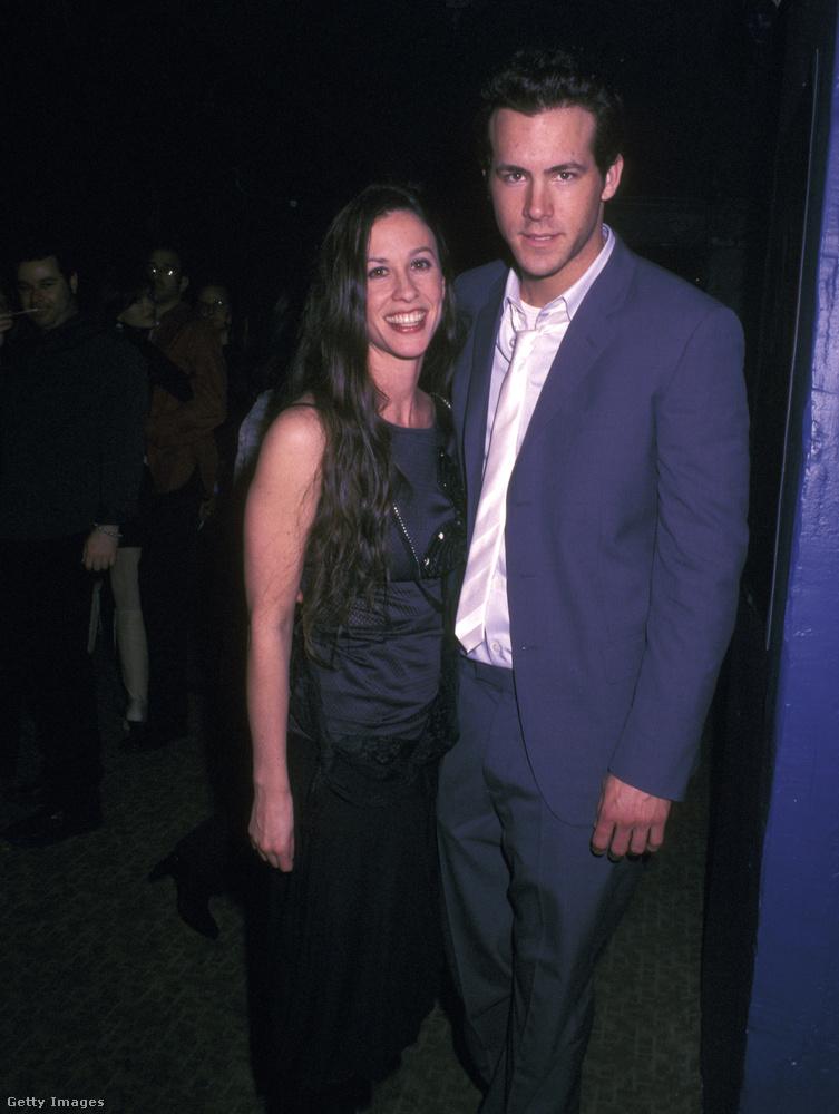 Alanis Morissette és Ryan Reynolds 2002-ben Drew Barrymore születésnapi buliján ismerkedett meg, 2004-ben pedig eljegyezték egymást
