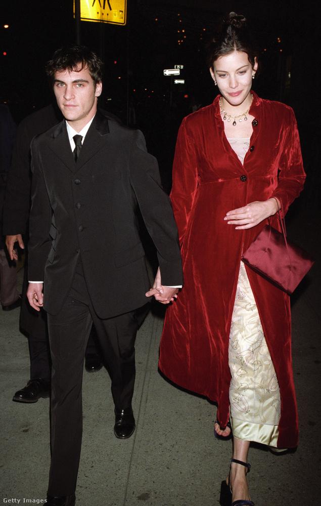 Joaquin Phoenix és Liv Tyler románca a kilencvenes években, egy közös forgatás során virágzott ki