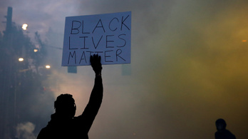 Minneapolisban nagyobbrészt feketék nyakára térdeltek a rendőrök