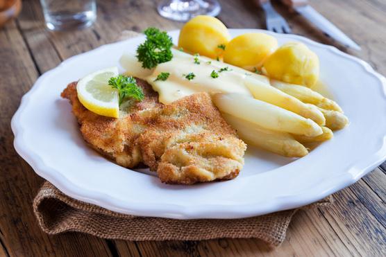 Spárgával és hollandi mártással nem lesz olyan nehéz étel ez sem.