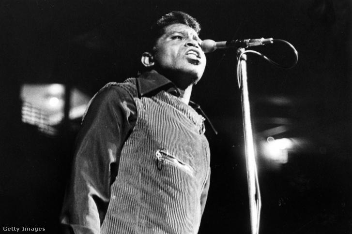 James Brown énekel 1968. április 5-i koncertjén Bostonban