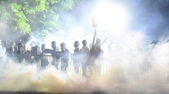 Ütik, lövik, fenyegetik, letartóztatják az újságírókat