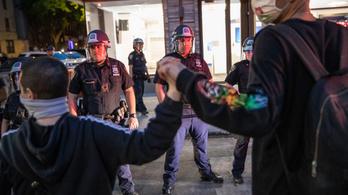 A toplista élére került az app, amivel a tüntetők lehallgatják a rendőröket