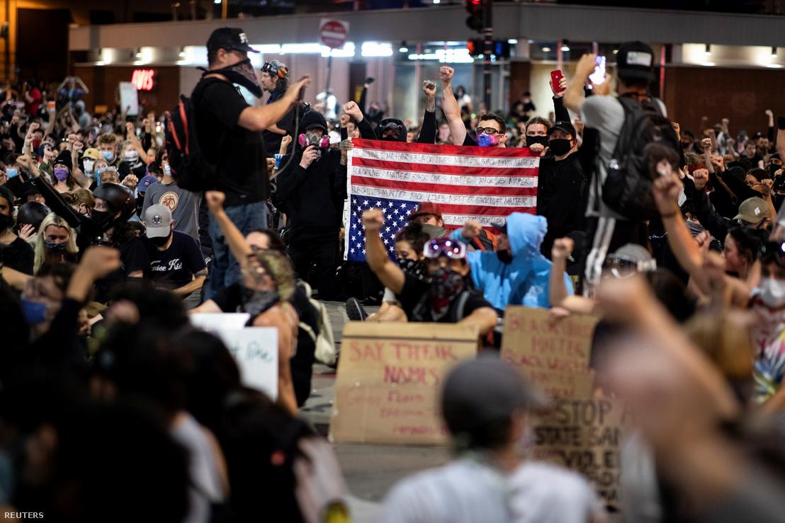 Békés tüntetők Denverben