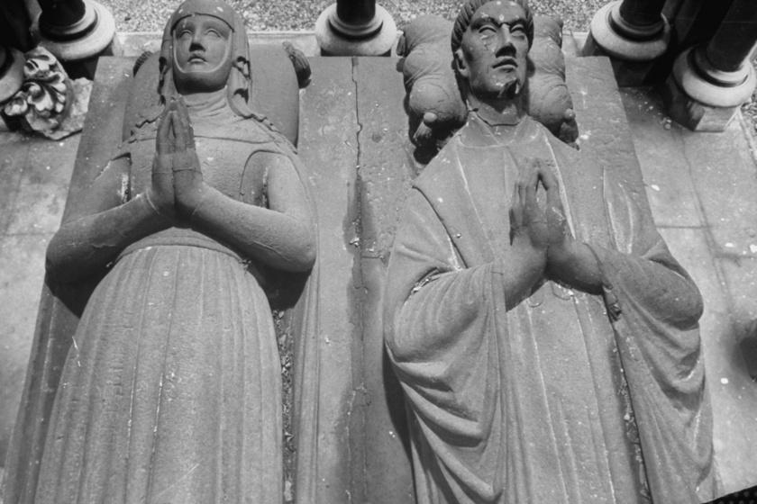 Héloïse és Abélard síremléke a párizsi Pere-Lachaise temetőben.