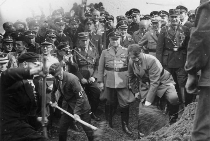 Hitler Autobahnt lapátol