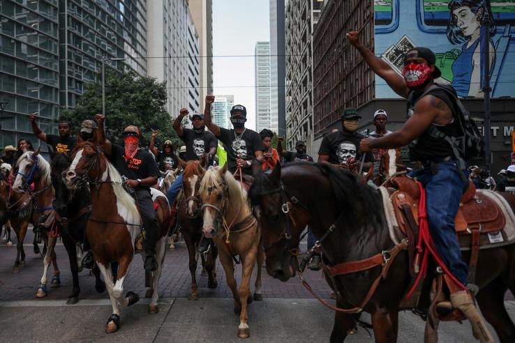 Lóháton is tüntettek Houstonban
