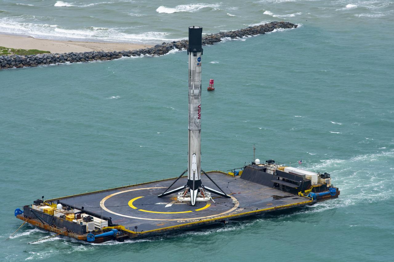 Az OCISLY kedden tért haza a Falcon-9 első fokozatával, amiről egyelőre még nem tudni, hogy újra hasznosítja-e a SpaceX vagy pedig múzeumba kerül, mint az USA űrhajózási történetének fontos műtárgya.