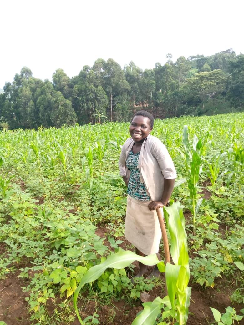 Allen 11 éve került Irene-hez, tanul, és a földeken dolgozik.