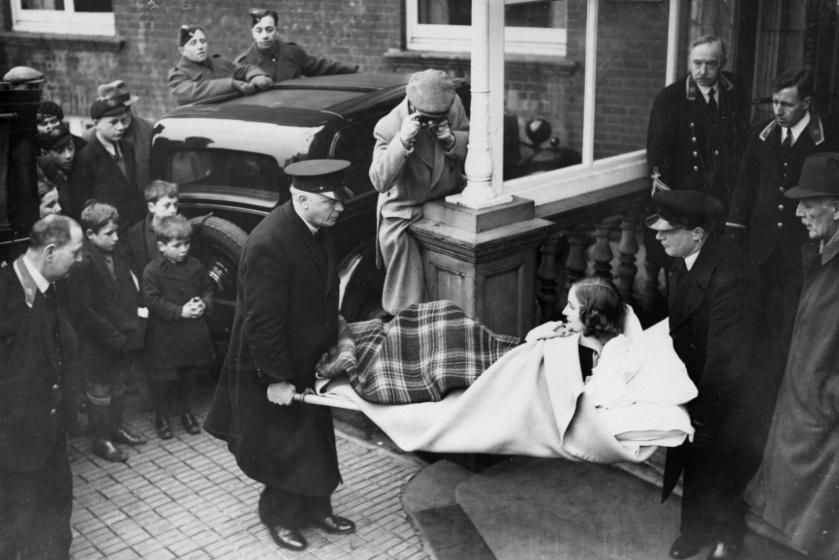 A sérült Unity Mitford visszatérése Angliába.
