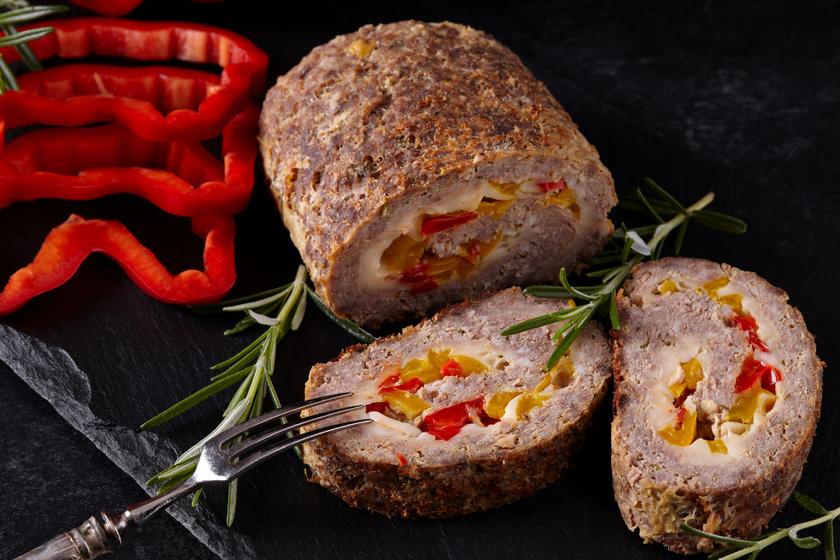 Paprikás, sajtos fasírt egyben sütve: villámgyors ebéd egyszerűen