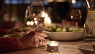 Egy 99 éves néni öt pohár bor után elmondja, mi a fontos az életben