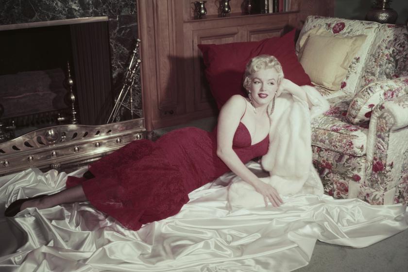 Marilyn Monroe-nak remekül állt a piros szín. A fotó 1955-ben készült róla.