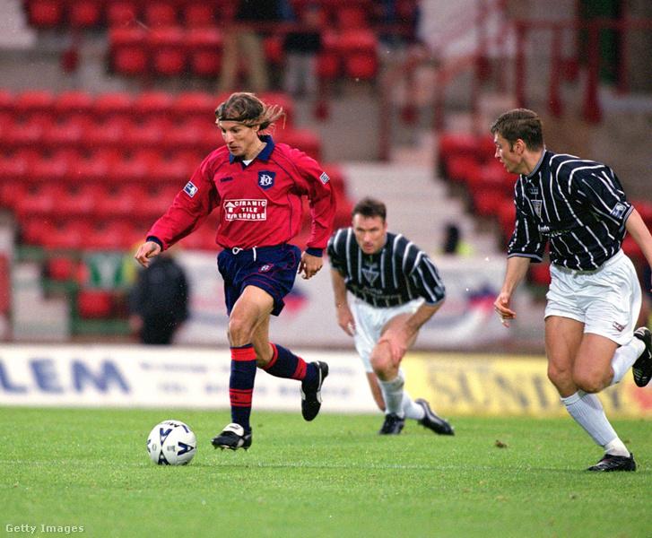 Claudio Caniggia a Dunfermline Athletic elleni meccsen 2000. október 28-án, Dunfermline-ban. A Dundee FC 1-0-ra veszített ezen a mérkőzésen.