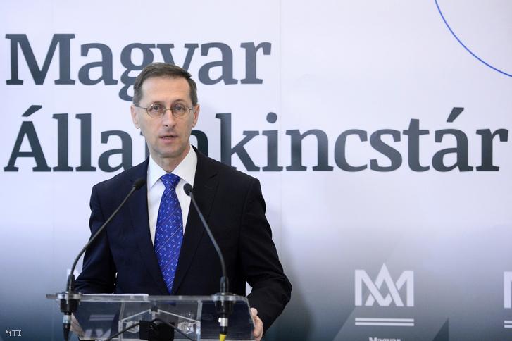 Varga Mihály a Magyar Államkincstár új állampapír-értékesítési pontjának átadásán a Fiumei úti kormányhivatalban 2020. március 4-én.