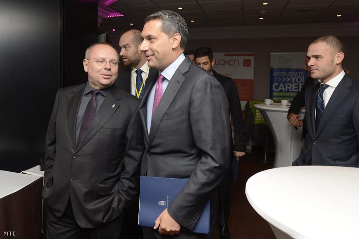 Lázár János és Spéder Zoltán a Portfolio gazdasági konferencián a budapesti Sofitel hotelben 2015. október 1-jén.