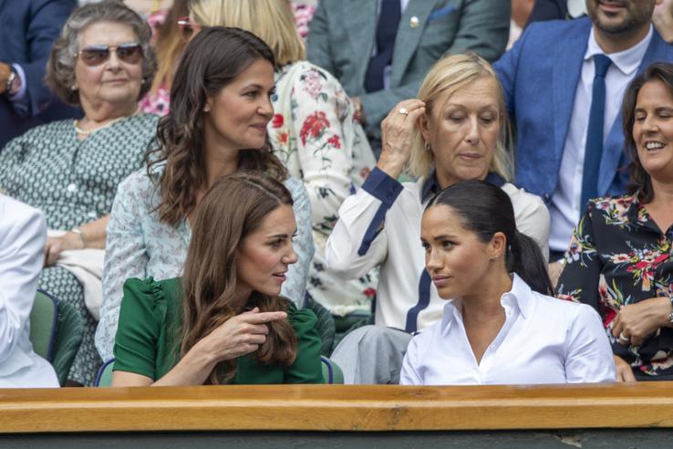 Talán kimondhatjuk, hogy ez a két nő jól tudja magát érezni együtt.