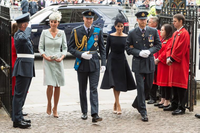 Katalin hercegné, Vilmos herceg, Harry herceg és Meghan hercegné egy 2018-as nyilvános megjelenésükön.