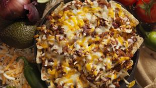Mexikói hangulatban: nachos sok olvadt cheddarral és darált húsos raguval