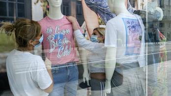 90 százalékkal kevesebb ruhát, 80 százalékkal kevesebb használt árut vettünk áprilisban