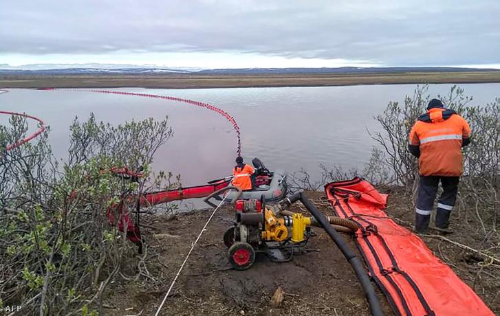 A tisztítási munkálatok évtizedekig elhúzódhatnak, de a mobilgátak miatt az északi tavak biztonságban vannak.