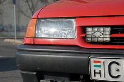 A fényszórók akkor törtek még össze, amikor szinte új volt a kocsi