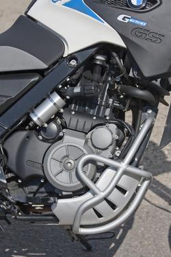 A cső plusz negyvenezer. Ez a motor nem az igazi, csak a középtartományban jó vele menni