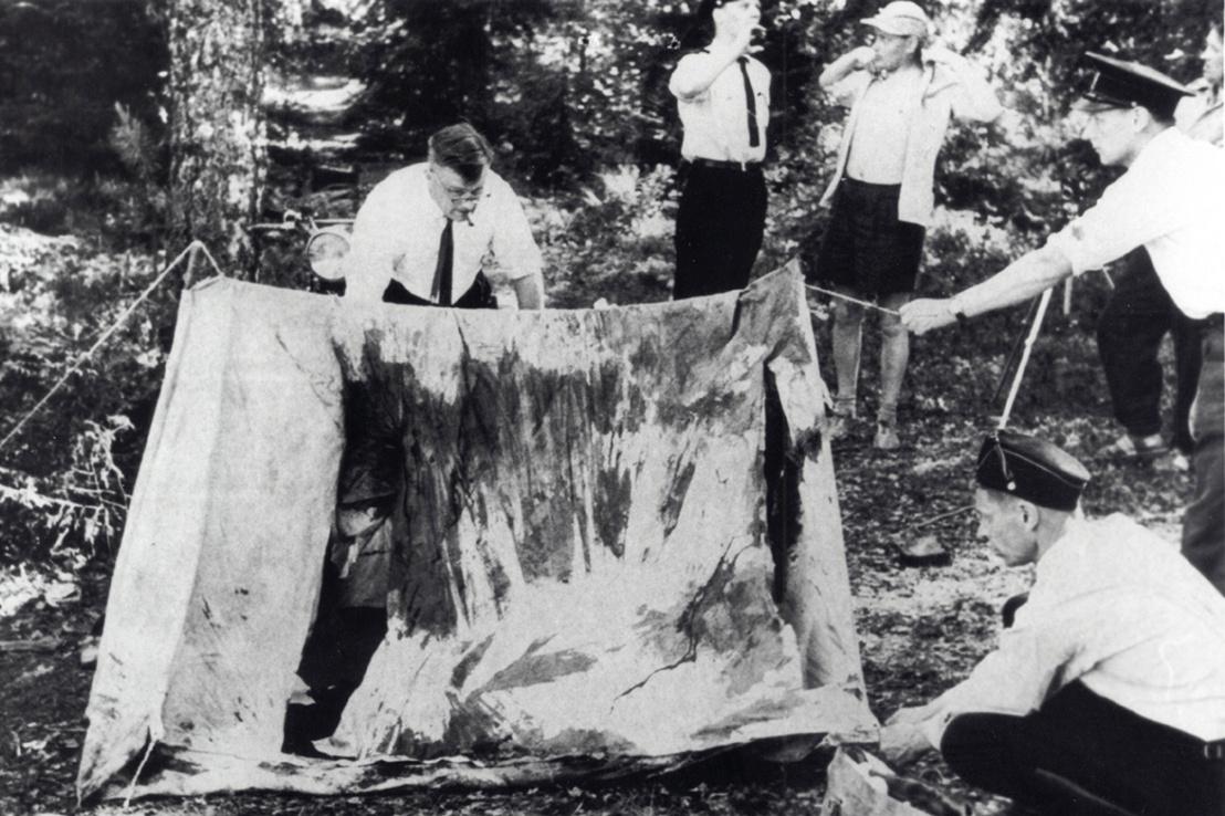 A véres sátrat vizsgáló nyomozók