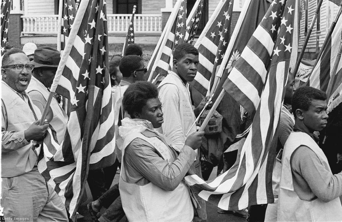 A Selmától Montgomerybe tartó menetelés egyike Alabamában, 1965 márciusában, a szavazati jog gyakorlati - nem csak jogi - biztosításának érdekében.