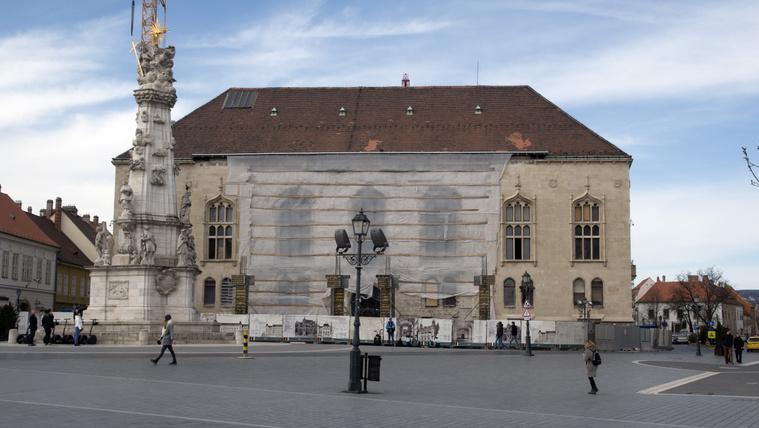 A régi Pénzügyminisztérium többször átépített, most is felújítás alatt álló épülete a Szentháromság téren a Budai Várban. Budapest, 2020. március 14. Fotó: Róka László MTI/MTVA