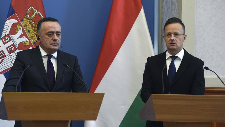 Szijjártó Péter külgazdasági és külügyminiszter (j) és Aleksandar Antic szerb bányászati- és energiaügyi miniszter sajtótájékoztatót tart megbeszélésük után Budapesten 2020. június 4-én. MTI/Bruzák Noémi