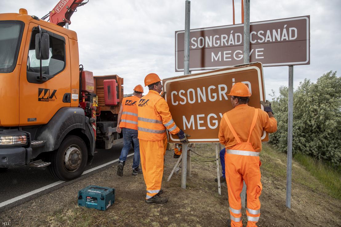 Trianon századik évfordulóján Csongrád-Csanád megyére változott Csongrád megye neve ezért ennek megfelelően új táblát helyeznek el a megyehatáron Orosházánál a 47. számú főúton 2020. június 4-én.