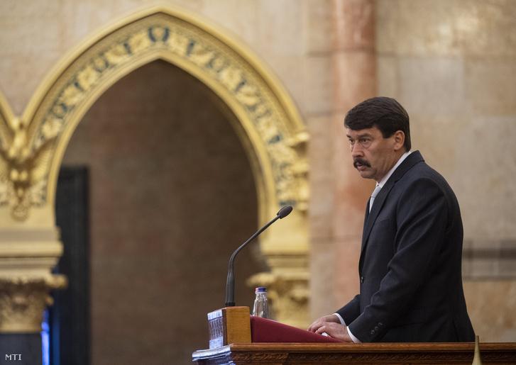 Áder János köztársasági elnök beszédet mond a trianoni békeszerződés aláírásának századik évfordulója alkalmából tartott emlékülésen az Országházban 2020. június 4-én.