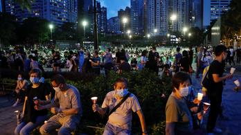A rendőrség paprikaspray-vel oszlatta a tömeget a betiltott hongkongi megemlékezésen