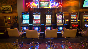 Szép csendben új kaszinómogul születik, aki hatalmasabb lesz Andy Vajnánál is?