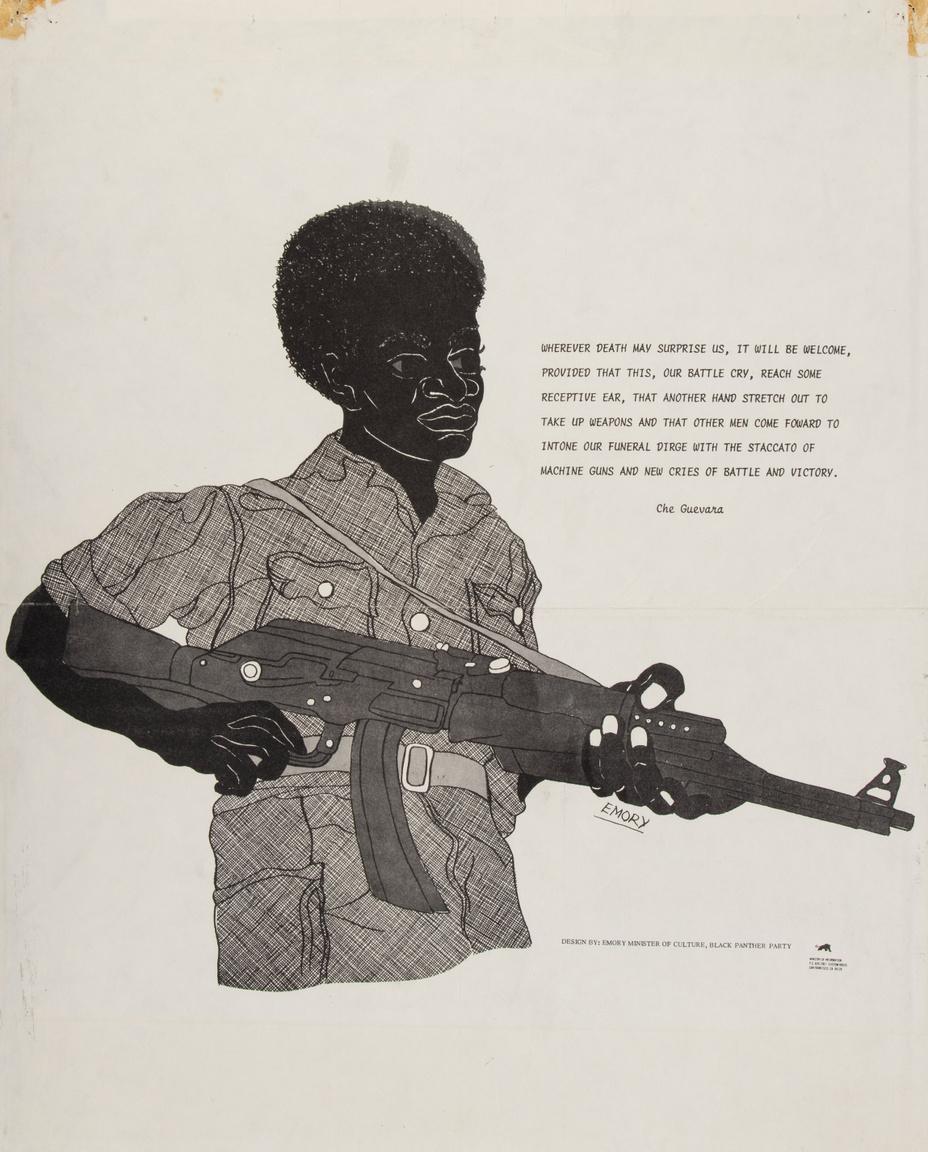 """Egy korai Emory Douglas plakát 1967-ből. A Kalasnyikov gépkarabéllyal ábrázolt afroamerikai fiatal mellett egy Che Guevera-idézet: """"Bárhol lepjen meg a halál, üdvözölve lesz, mert tudjuk, csatakiáltásunk eljut más fülekbe, és lesz másik kinyújtott kéz, ami fegyvert ragad, és másik ember, aki rohamra indul, hogy gyászindulónkra gépfegyverek zakatolásával és új győzelmi csatakiáltással feleljen."""""""