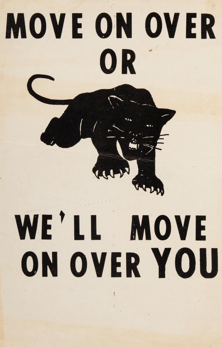 """""""Haladj tovább, különben mi haladunk át rajtad"""" – ezen a nagyjából 1966-ban megjelent plakáton tűnt fel először a Fekete Párducok (Black Panther Party) radikális polgárjogi mozgalom jelképe, a támadásba lendülő éjfekete leopárd. A plakát azonban nem a feketék szabadságjogaiért küzdő mozgalomhoz kötődik – a Lowndes Megyei Szabadságjogi Szervezet (Lowndes County Freedom Organization) adta ki, hogy a többségében feketék lakta megyében szavazói regisztrációra buzdítsa az afroamerikai közösség tagjait. A ragadozó alakját nem sokkal később választotta saját szimbólumává az 1966-ban Oaklandben alapított Fekete Párducok."""
