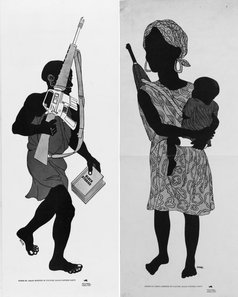 Két szöveges üzenet nélküli, monokróm Emory Douglas plakát, fegyveres feketékkel, a mozgalom kezdeti időszakából. Figyelemreméltó, hogy a bal oldali plakáton ezúttal nem szovjet Kalasnyikov, hanem az amerikai hadseregben rendszeresített M-16-os gépkarabély látható.