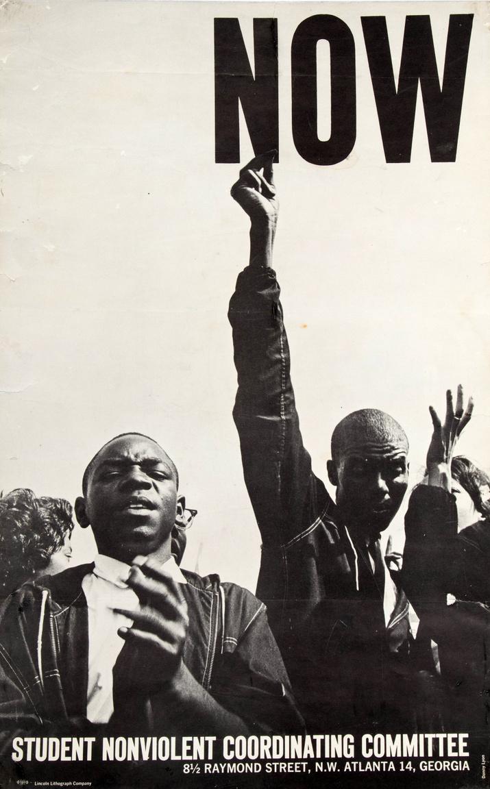 """""""Most"""" – az 1960-ban alakult egyetemi polgárjogi szervezet, a Hallgatók Erőszakmentes Koordinációs Bizottsága (Student Nonviolent Coordinating Committee, SNCC) 1964-es plakátja. A plakát alapjául szolgáló Danny Lyon-fotó a híres 1963-as washingtoni tömeggyűlésen készült, amin Martin Luther King a világhírű """"Van egy álmom"""" beszédét elmondta."""