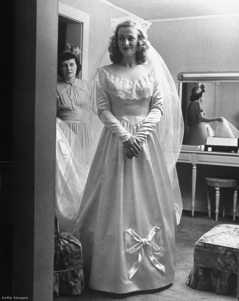 Íme, a menyasszony, teljes pompájában.