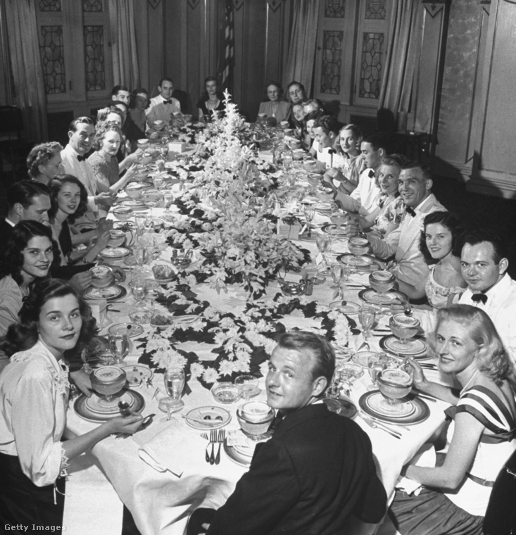 Az esküvő előtti vacsora, ami egy meghittebb vendégségnek számít - hát azért voltak rajta bőven.