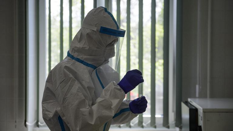 Újabb három halott, 1166 aktív fertőzött az országban