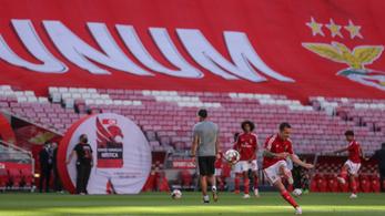 Kővel dobálták meg a szurkolók a Benfica buszát, két focista megsérült