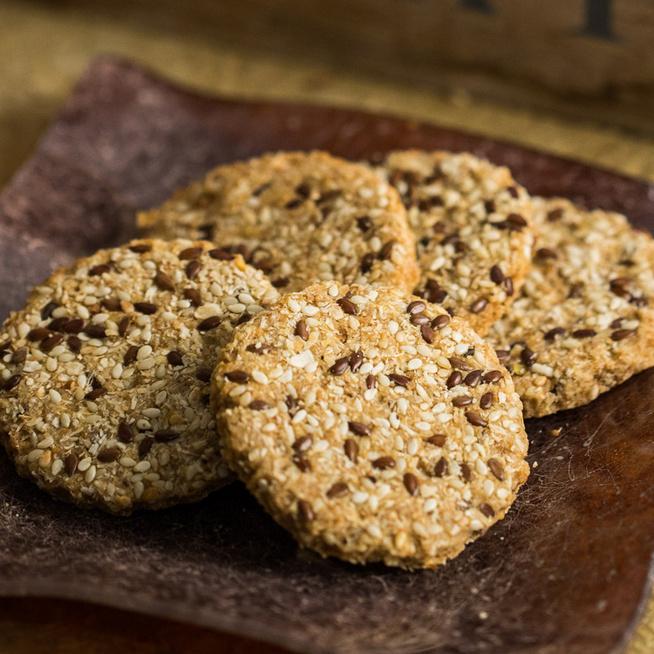 Ropogós szezámmagos keksz: a legfinomabb sós nassolnivaló
