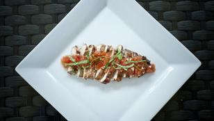 Csípős, lecsós csirkemell füstölt tofuval – ezzel lesz még finomabb a csirkemell!