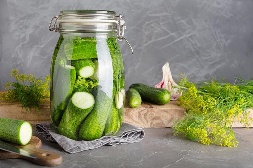 Így lesz ropogós a házi kovászos uborka: a fokhagymán és a kapron nem szabad spórolni
