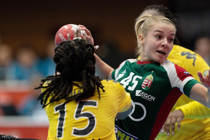 Háfra Noémi a Japánban zajló női kézilabda-világbajnokság negyedik fordulójában játszott Szenegál–Magyarország mérkőzésen Jacuhiróban 2019. december 4-én.